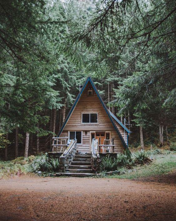 А образный дом с террасой