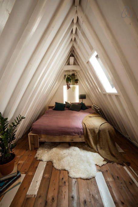 Кровать под самой крышей