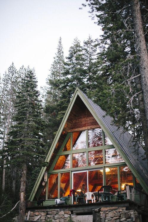Красивый дом шалаш