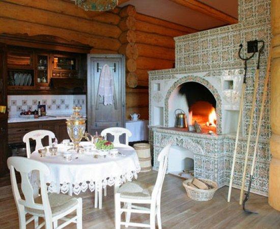 Очень красивый интерьер из дерева в русском стиле